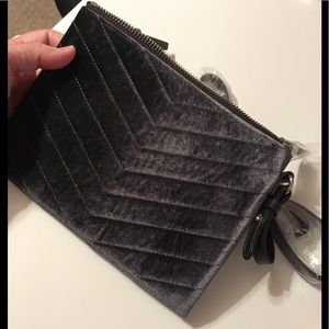 Old Navy Charcoal velour Wristlet NWT, Snap Close